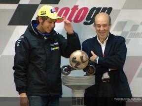 Rossi ha ricevuto il primo Trofeo del Campionato del Mondo