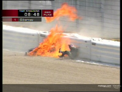 Kurtis escapa de moto em chamas