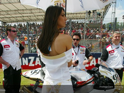 International chic for Aprilia paddock girls