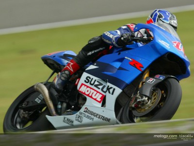 Roberts takes dry line in FP2