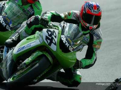 Smart on pole at Mallory Park BSB