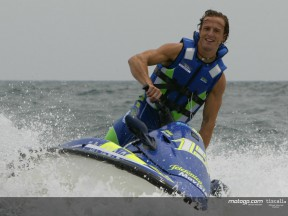 Gibernau splashes out with his fans before holidays
