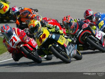 Dovizioso following in Pedrosa's tyre marks