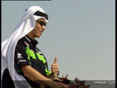 Los pilotos de MotoGP cambian las motos por camellos