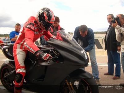Premiers tours de roues de Checa chez Ducati