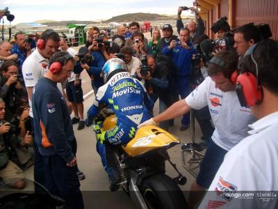Pedrosa and Dovizioso test Honda RC211V