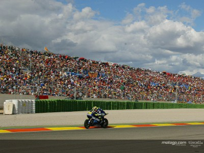MotoGP crowds on the rise again in 2004