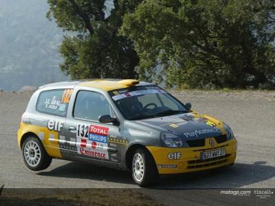 Jacque compete no campeonato francês de rallies