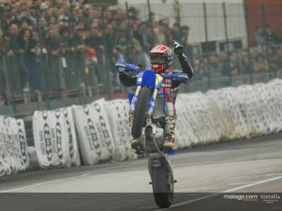 Melandri beats Bostrom in supermoto race at Bologna