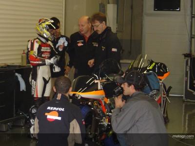 Os pilotos da Aprilia em relevo em Jerez