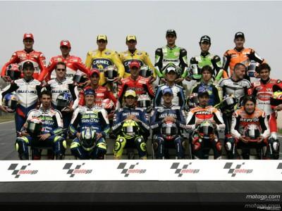 La familia de MotoGP se reúne para la foto oficial de la temporada