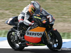 Randy de Puniet claims 250cc pole position