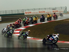 Revive el inicio de la carrera en China desde las `on board´ de Gibernau y Barros
