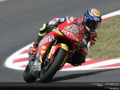 Lorenzo maintains his pace