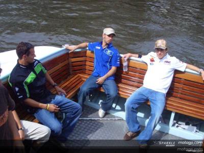 I piloti del MotoGP in giro per canali