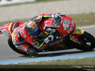 Lorenzo greift spät an und holt sich Pole Position