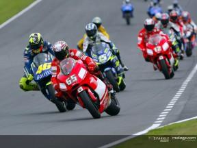 Donington 2004: Rossi vince davanti alla Honda di Edwards