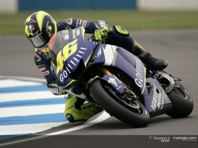 Rossi stamps his authority at Donington before qualifying session