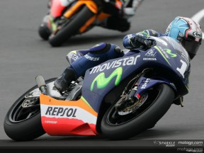 Pedrosa snatches pole position from Lorenzo