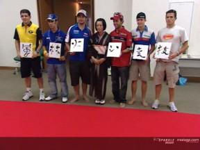I piloti del MotoGP a scuola di calligrafia giapponese
