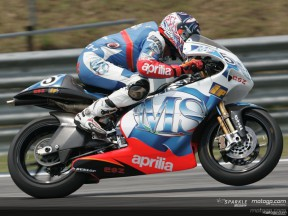 De Angelis fastest in first qualifying session