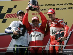 Capirossi wins the race, Rossi takes 7th title