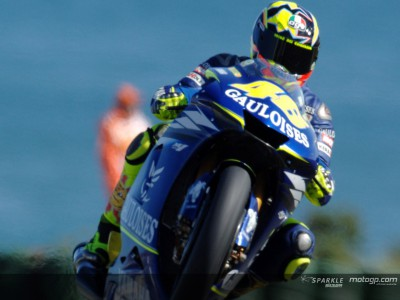 Rossi remains on top