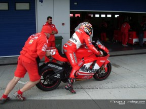 Ducati hat in Jerez Debüt mit neuer Desmosedici GP6