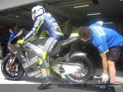 Rossi: 'Nuova moto: più stabile in frenata, più dolce in accelerazione.'