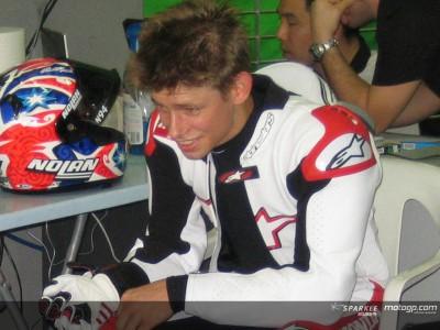Stoner hofft nach Schulter-OP am ersten Rennen teilnehmen zu können