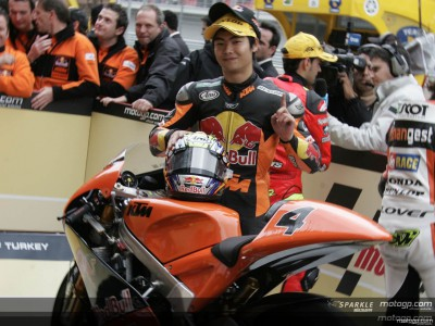 Aoyama takes victory for KTM