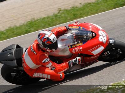 Ducati in pista con la Desmosedici GP07 da 800cc