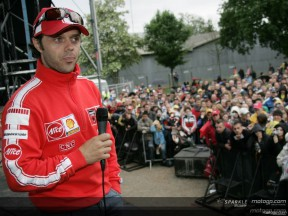 Pilotos do MotoGP encontram-se com o público