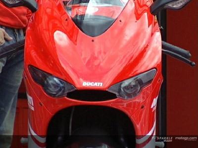 Ducati apresenta a nova Desmosedici RR de estrada