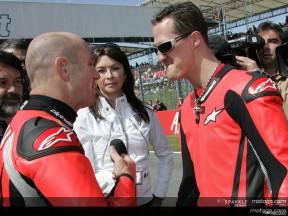 Michael Schumacher découvre l'ivresse du MotoGP