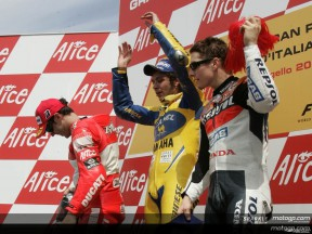 Rossi takes important victory to delight home crowd