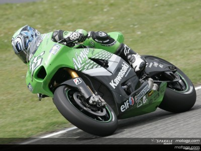 Nakano marca el ritmo y Rossi sufre una espectacular caída