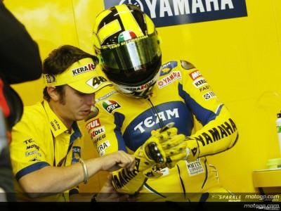 Rossi back to speed in Donington