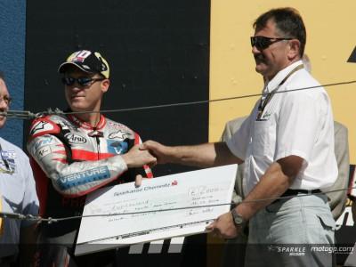 Roberts jr. recoge la ayuda para Riders for Health