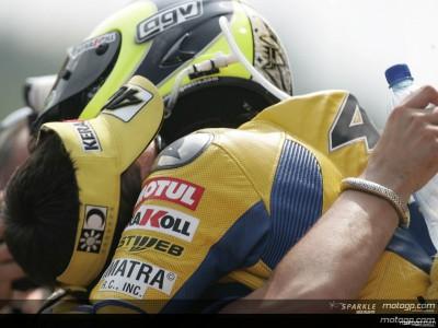 Rossi alcanza el número de podios de Agostini