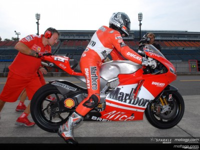 The Ducati Marlboro team tests the GP7 800 at Motegi