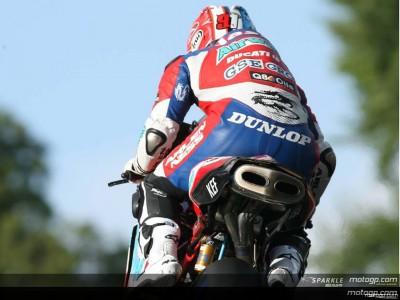 Lavilla se juega el título en el Bennetts Superbikes