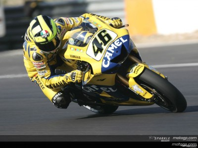 Rossi, Stoner and Hayden lead tight MotoGP practice