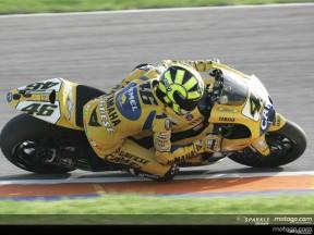 Rossi in pole davanti alle Ducati, Hayden quinto