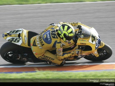 Rossi on pole for Valencia title decider