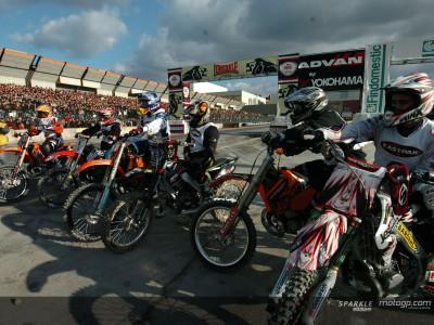 Gran elenco de pilotos MotoGP en la Feria del Motor de Bolonia