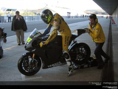 Valentino Rossi, sempre davanti il cavaliere della Yamaha
