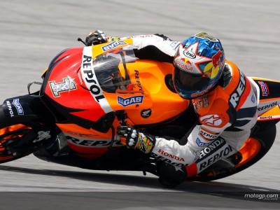 I team della MotoGP al lavoro a Sepang