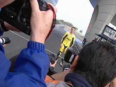 MotoGP Stars zeigen ihre Farben bei Vorsaison Fotoshooting