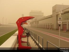 Una tormenta de arena retrasa el inicio del test de 125cc